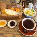 スイート  - モーニングパンバイキング(¥650)。ゆで卵もついて、この内容なら大満足でしょう