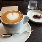 エルメス カフェ - ハートのラテ
