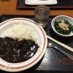 大衆食堂半田屋 - 料理写真:黒ビーフカレー+ほうれん草のおひたし