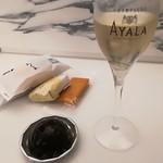 80451614 - 定期的に変わるシャンパン。いつも楽しみ。