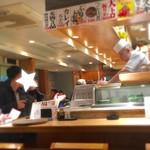 魚がし鮨 - 明るい店内