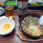 80454808 - 「牛すき鍋」(350円込)「大瓶ビール」(450円込)(2018年2月)