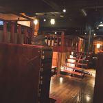 居酒屋 NIJYU-MARU - 店内。小上がりの上を有効活用してひとつの個室にしている作り