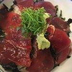 まぐろどんぶり瀬川 - 鮪の赤身のねっとりした味が、こちらの酢飯とよく合う。900円。