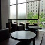 エルメス カフェ - 御堂筋のイチョウも見えます