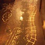 感激 たぬき - 店内の床に落書きwww