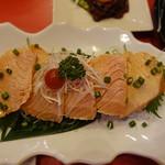 ASIANバル MAMAYA - サーモン炙り(480円)