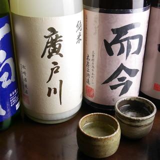 """日本全国から厳選した""""地酒""""。プレミアム銘柄もご用意あり。"""