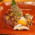 松濤はろう - お造り 〆た平目(煎り酒で)、酢〆の小肌、墨烏賊(黄身酢で)、鰤のづけ(辛子で)、山葵の醤油漬け添え