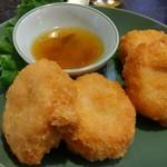 アジアンキッチン サワディー - タイ風さつま揚げ。海老のすり身でフワフワ。 海老しんじょみたい。
