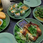アジアンキッチン サワディー - パッパッと出てくるので、食卓がご馳走が並んで行きます。