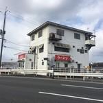 ラーメン成瀬家 - 国道から見た外観