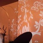 ドミノ - 壁に写し出される不思議な絵