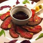 ビストロ肉匠 - 料理写真:黒毛和牛のタタキ