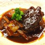ビストロ肉匠 - 黒毛和牛の赤ワイン煮込み