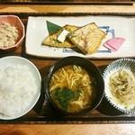 土鍋炊ごはん なかよし - メカジキの照り焼き定食