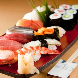 新鮮な魚介を使用した本格江戸前寿司