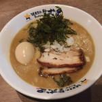 濃厚煮干しラーメン 麺屋 弍星 - 煮干しラーメン(太麺) 750円、味玉(トッピング) 100円