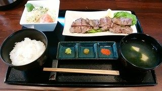 刻 - 「厚切り牛タン定食(塩)」(薬味付き)