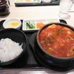 東京純豆腐 天神IMS店 - 17時までのランチタイムは、スンデゥブ単品価格で、ご飯・ナムル・デザート付です。