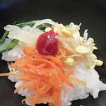 東京純豆腐 - ランチについているナムル3種。 白ご飯にのせて、卓上のコチジャンを垂らし、 まぜまぜして食べるとビビンバになります。