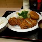 定食屋 北彩 - チキンカツ定食700円。