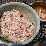 日本蕎麦&鉄板ダイニング 三ヶ森 - 「そばランチ」(1,000円)の「かしわご飯」。上品!