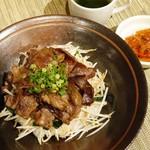 神戸ビーフ食品直営店 鉄板焼 銀座888 - 焼肉丼