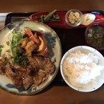 おかえりなさいほうづき - 料理写真:ワイントンロース炭火焼きジンジャーソースと白身魚とエビの竜田揚げ定食