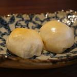 TAKAMIOKAKI - つきたて丸餅の焼き餅2個、京都と和歌山の醤油のブレンドでいただきます(2018.2.5)