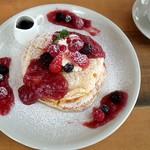 80489465 - ルバーブ&5種のベリーのパンケーキ