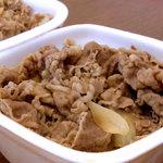 吉野家 - 料理写真:吉野家の牛丼並盛りつゆ抜き(奥はすき家)