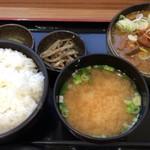 谷川岳パーキングエリア(上り線) スナックコーナー - もつ煮定食 750円