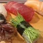 立ち喰い寿司とビオワイン ふく  - 今や裏メニューのお寿司