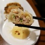 餃子バル 餃子の花里 - 断面