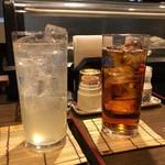 80502138 - レモンサワーと烏龍茶。