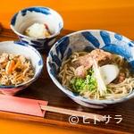 沖縄そば懐石 尊尊我無 - コシと香りを楽しむ麺と、優しい味わいの出汁でいただく『自家製麺の沖縄そば』