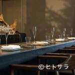 レストラン 高津 - シンプルでマットな質感の皿に浮かび上がる料理の美しさ