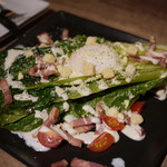 USHIHACHI - 丸ごとロメインレタスの焼シーザーサラダ