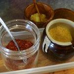 成吉思汗 大黒屋 本店 - 薬味は、韓国唐辛子、ニンニクパウダー、すりおろしにんにく