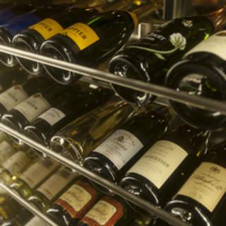 自慢の豚肉料理に珠玉の100種類のワインをお楽しみ頂けます