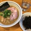 麺屋 はし本 - 料理写真:らー麺¥750と、岩海苔¥100