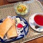 Cafe WEST - 料理写真:アップルティー(400円)+Aセット(+100円)