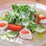 cafe&BistroKitchen Belle anse - マグロのレアコンフィーと帆立貝のカルパッチョ サラダ仕立て