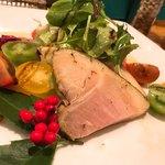 煮たり焼いたり - 犬鳴豚のハムを使ったサラダ