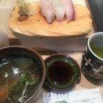札幌シーフーズ - お汁も上品。炙り系がとても美味しい