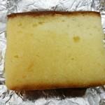 くろふね菓舗 - 料理写真:カステラにラム酒を染みこませてます。