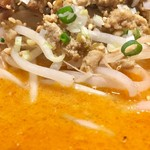 中国菜館 志苑 - スープ表面はこんな色。味はしっかりしてますがシャブシャブスープです
