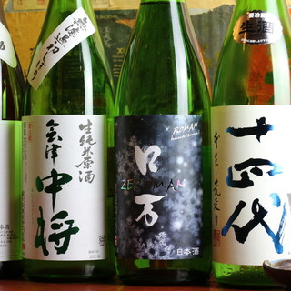 五臓六腑に沁み渡る…。全国各地の日本酒あり〼