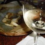 80532266 - きのこの包み焼きと、                       白ワインは「五月長根葡萄園」リースリングリオン。
